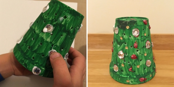 Kids Christmas Tree Craft to go with the Little Blue Truck. Light up foam cup activity