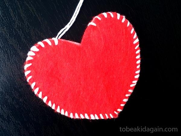 Hand Sewn Felt Treat Bag that Kids can Make - Sewing with kids - Valentines gift - preschool - kindergarten